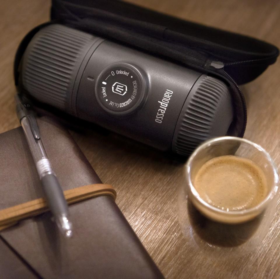 Cestovný kávovar Nanopresso od Wacaco ... f513b98b9ce
